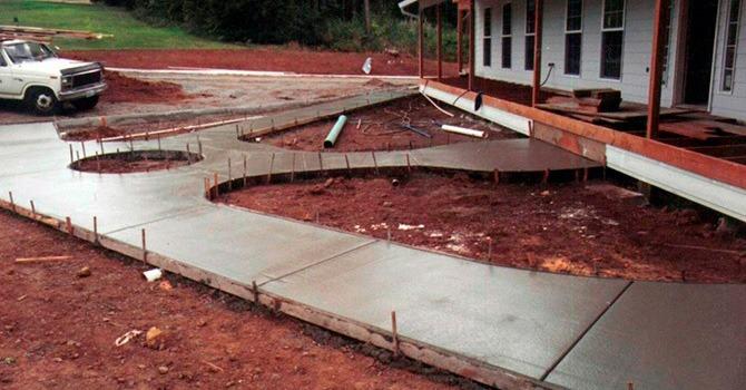 Изготовление бетонной дорожки