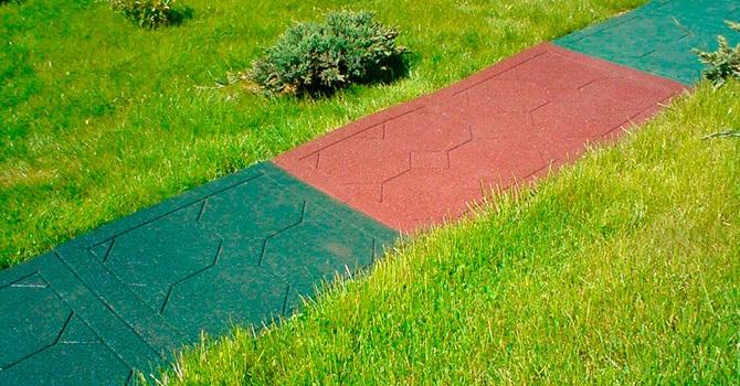 Плитка из резиновой крошки в саду