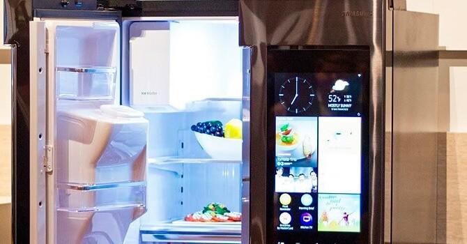 Холодильник со встроенным телевизором и выходом в интернет