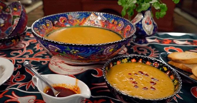 Чечевичный суп на турецком столе