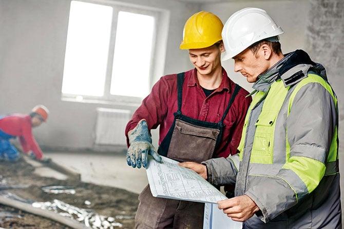 Застройщик, как и владелец, может нанять подрядчика для устранения дефектов