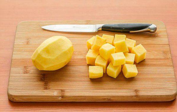 narezaem-kartofel.jpg