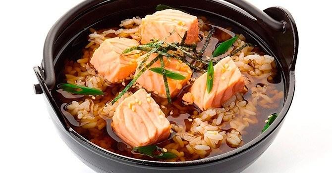 Суп мисо с лососем и рисом