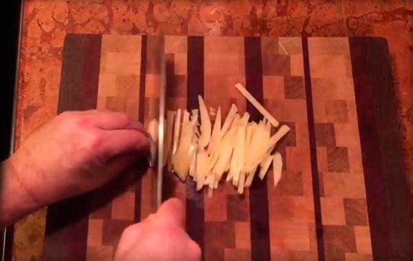 narezannyj-solomkoj-kartofel.jpg