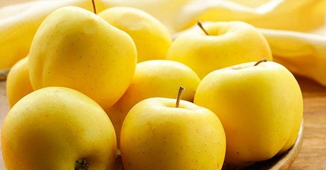 Желтые яблоки голден