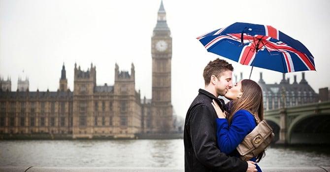 Английский поцелуй с покусыванием