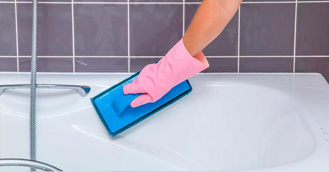 Проводим чистку чугунной ванны