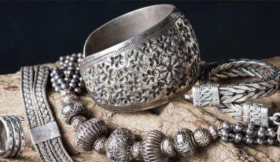 Разберем, как почистить серебро в домашних условиях