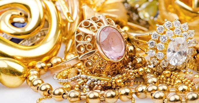 Разберем, как почистить золото в домашних условиях