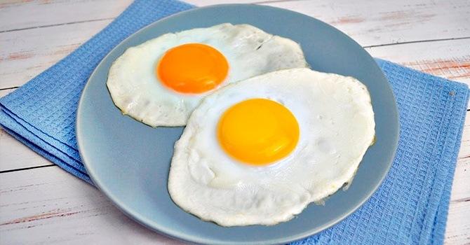 Приготовим идеальную яичницу