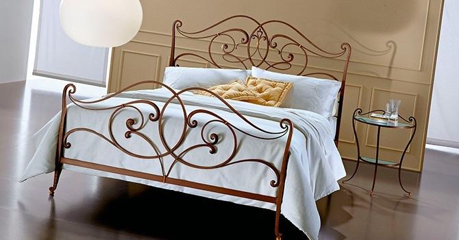 Прочная и красивая металлическая кованая кровать