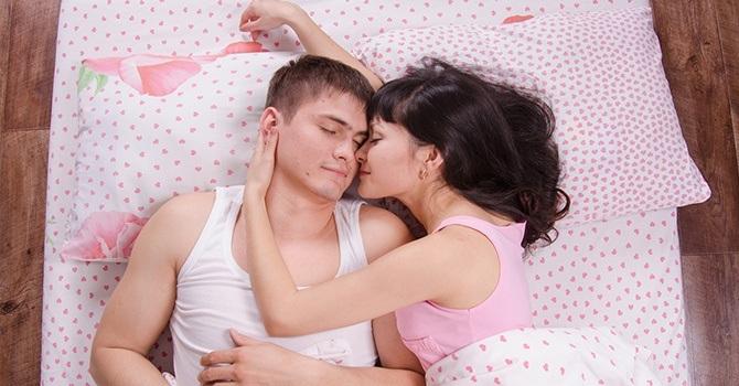 Не вылезайте из постели сразу после полового акта