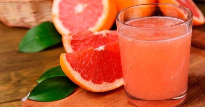 Свежевыжатый сок грейпфрута очень полезен