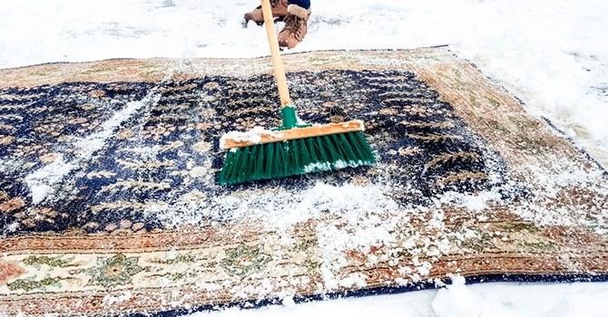 Древний способ стирки снегом
