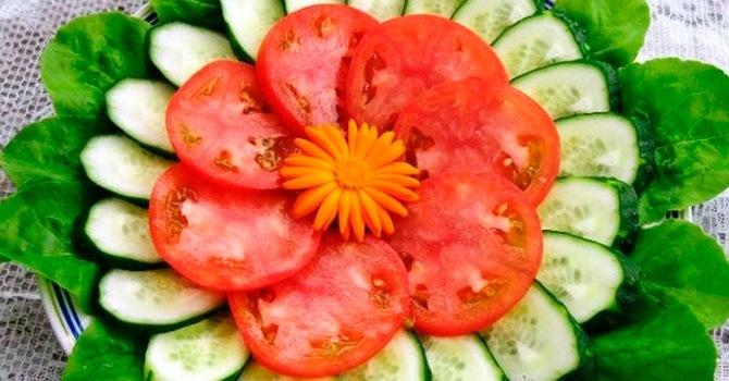 Нарезаем помидоры кружочками