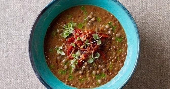 Суп из чечевицы с вялеными помидорами