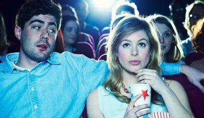 Разберем, как пригласить девушку в кино, чтобы она согласилась