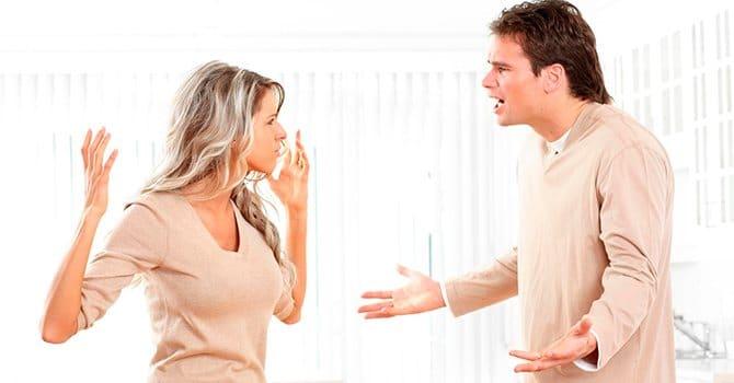 Муж агрессивно защищается при попытке скрыть правду