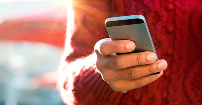 Если стесняетесь, то можно признаться в любви по телефону