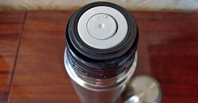 Подпружиненный клапан для выхода жидкости