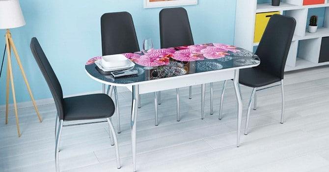 Стол украшенный стеклом с фотопечатью