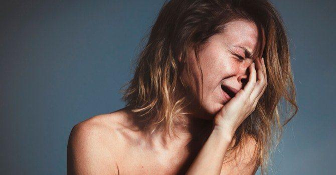 Истерический выход неконтролируемых эмоций