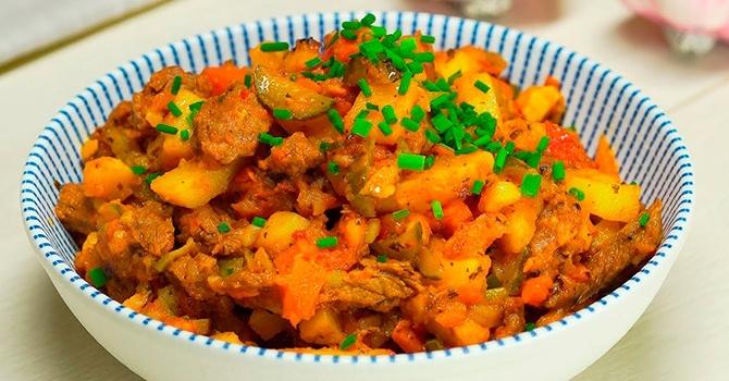 Азу по-татарски с солеными огурцами - традиционное татарское блюдо