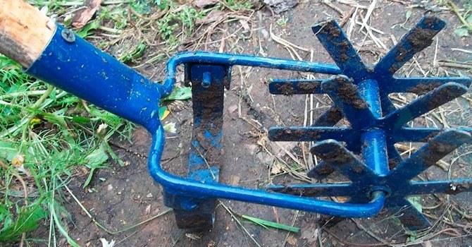 Культиватор для рыхления почвы вокруг садовых культур