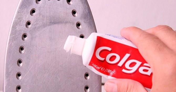 Применение зубной пасты для очистки утюга