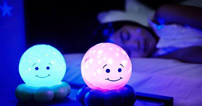 Светящийся веселый ночник поможет ребенку справиться со страхом