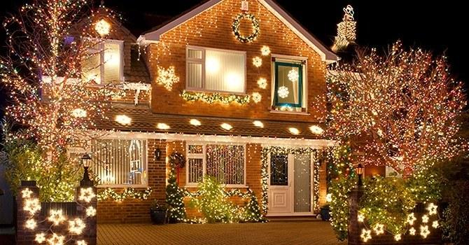 Подсветка дома гирляндами