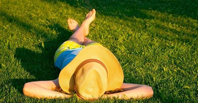 Полезные солнечные ванны, но не в период лечения зверобоем