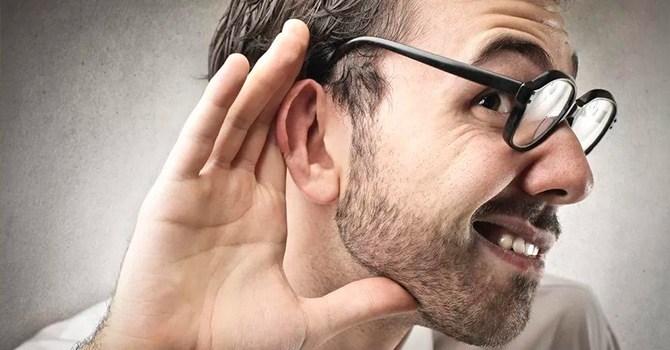 Жадно вслушивается для избавления от слов-паразитов