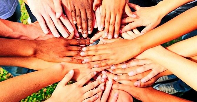 Человек является частью общности