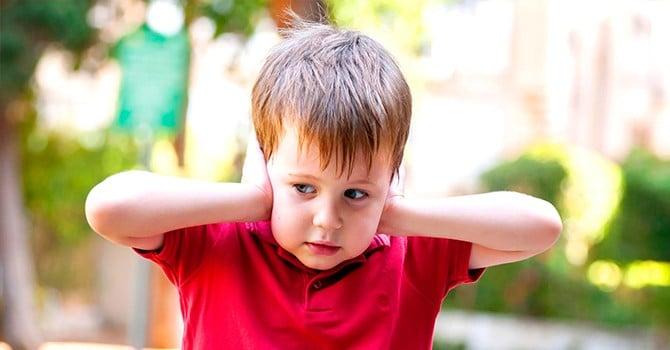 Чувствительность к некоторым звукам является симптомом аутизма