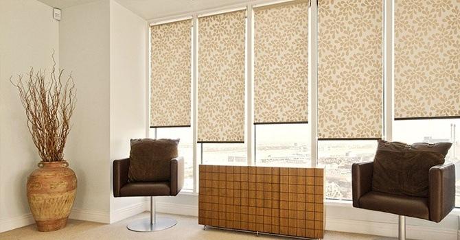 Как выбрать рулонные шторы для пластиковых окон