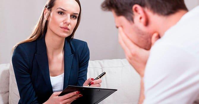 Психотерапия поможет справится с боязнью людей