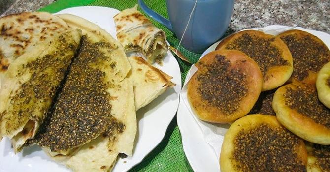 Лепешки и затр с маслом оливы