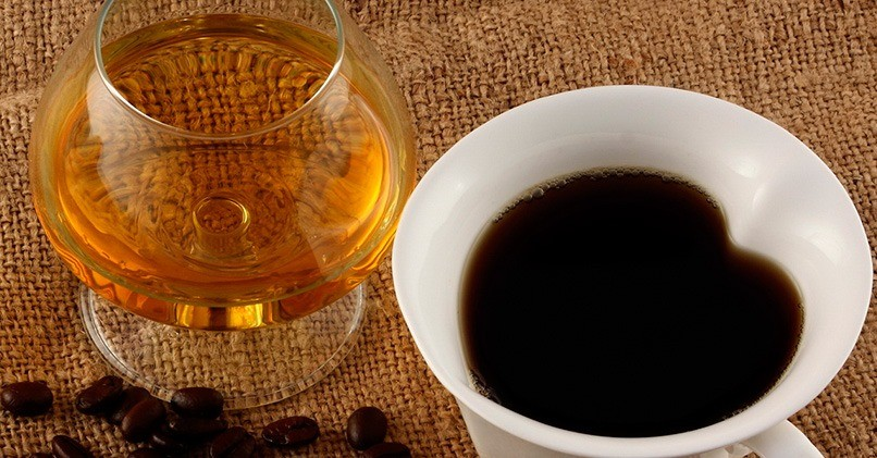 Можно ли добавлять бренди в кофе и чай
