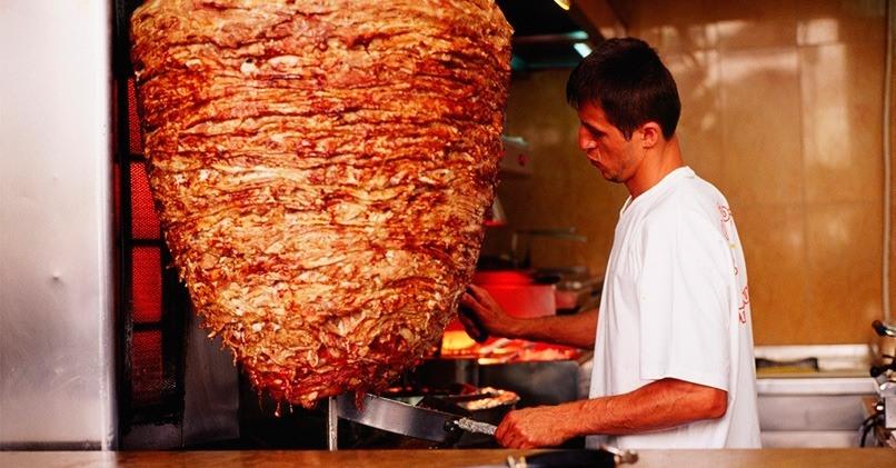 Мясо для шаурмы на вертикальном вертеле