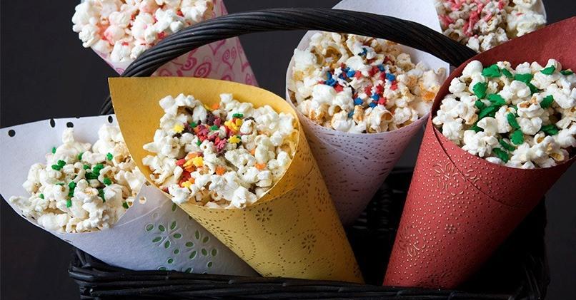 Попкорн делается из кукурузы с добавками разных вкусов