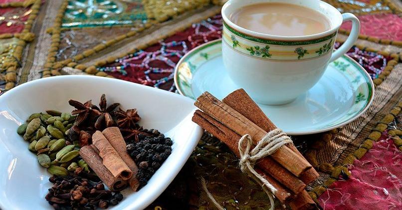 Специи и напиток масала-чая