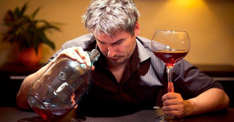 Алкогольная зависимость возникает при злоупотреблении
