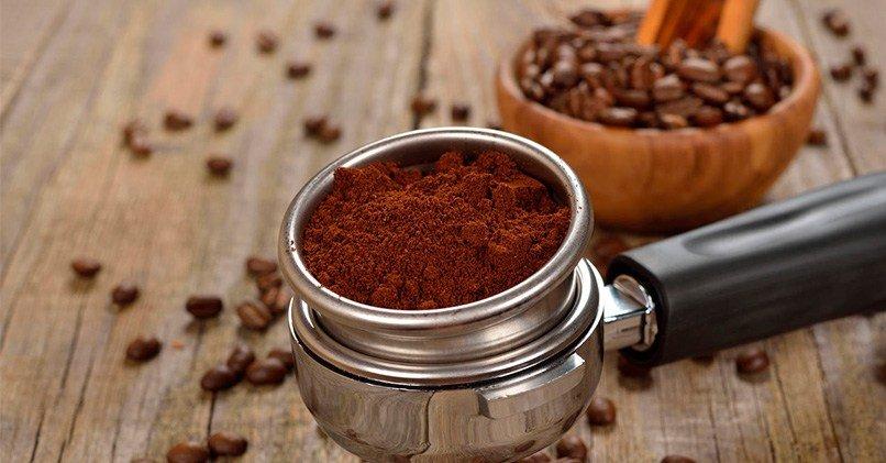 Целые и молотые зерна кофе