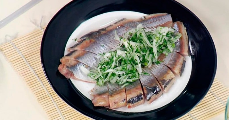 Если постоянно хочется селедки, побалуйте себя соленой рыбкой
