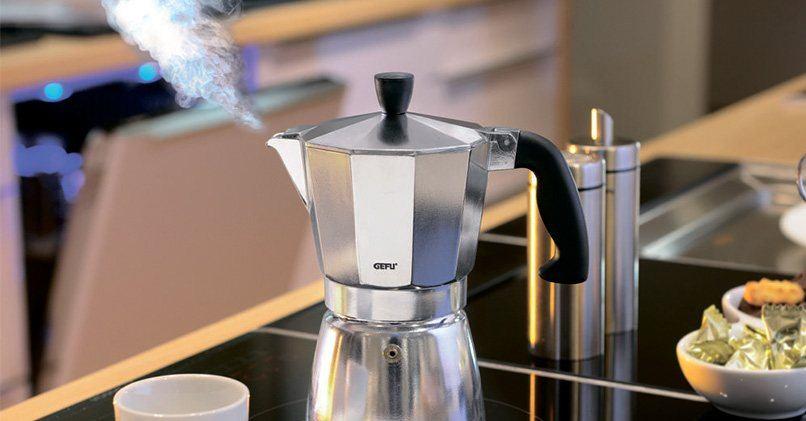 Гейзерная кофеварка дает насыщенный и плотный напиток