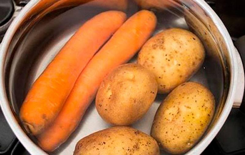 morkov-i-kartofel-varim-dlya-vinegreta-s-kvashenoj-kapustoj.jpg