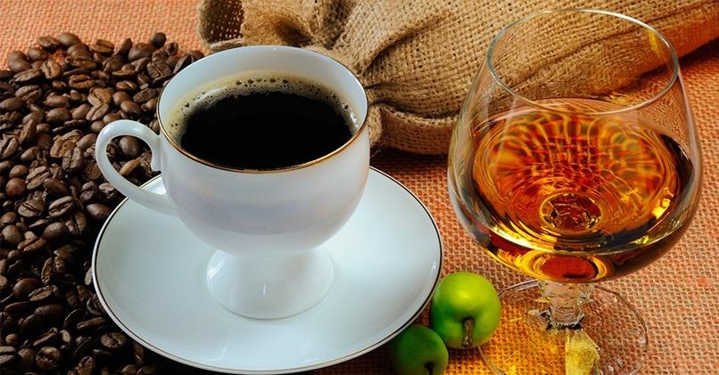 Добавление в кофе алкоголя вредно для печени