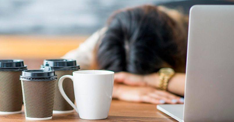 Ощущение бодрости после чашки кофе сменяется сонливостью