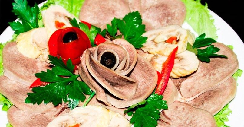 Нарезка из языка и овощей